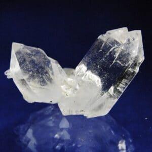 Klarer Kristall sechsseitig aufgebaut