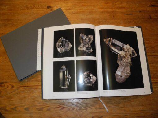 Das Cavradi Buch mit Schutzhülle