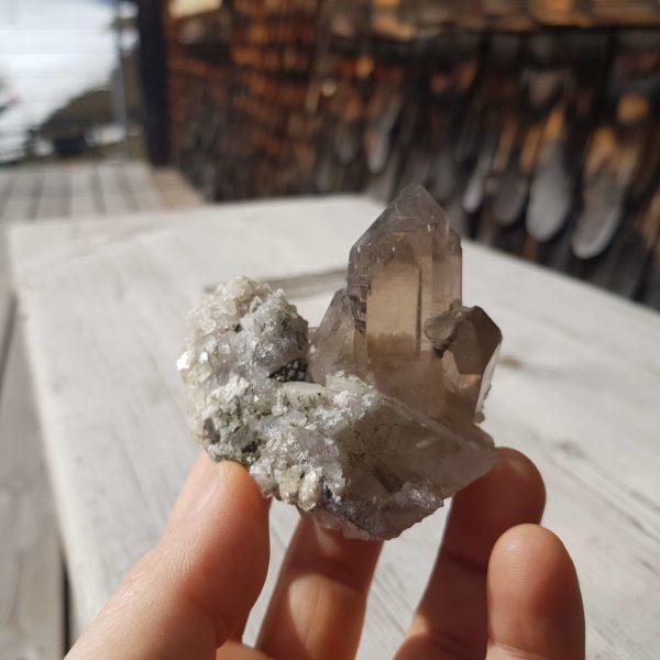 Rauchquarz Kristall mit Heulandit und Stilbit